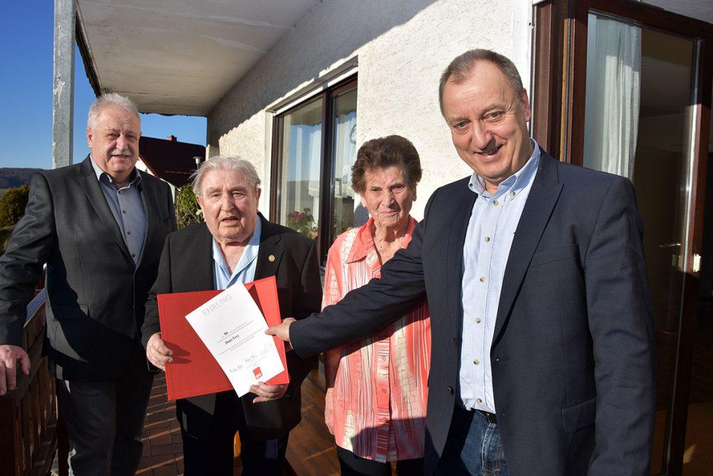 Auf dem Bild von links: Georg Pfromm, Jubilar Hans Frey, Ehefrau Anna Frey und Gunter Müller.