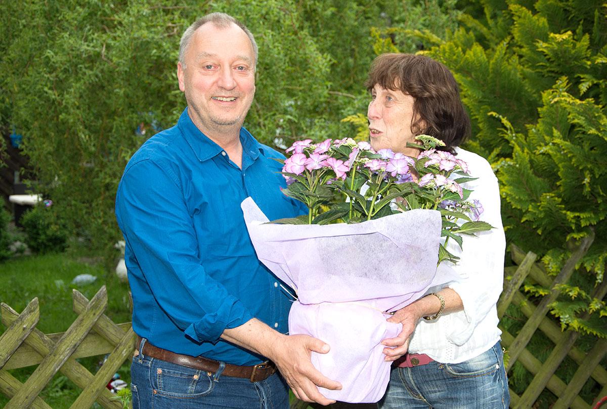 Zu ihrem 60. Geburtstag gratulierte der 1. Vorsitzende des SPD-Ortsvereins Schenklengsfeld, Gunter Müller, das langjährige Mitglied Anita Hesse.