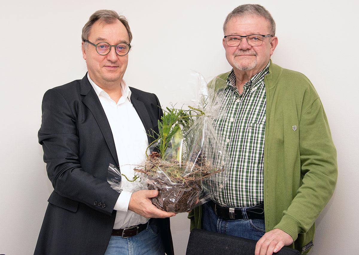 Herzlichen Glückwunsch Hans-Werner Forster zum 70. Geburtstag. Der 1. Vorsitzende des SPD-Ortsvereins Schenklengsfeld, Gunter Müller, überbringt die Glückwünsche. Hans Werner ist seit 45 Jahren Mitglied der SPD.